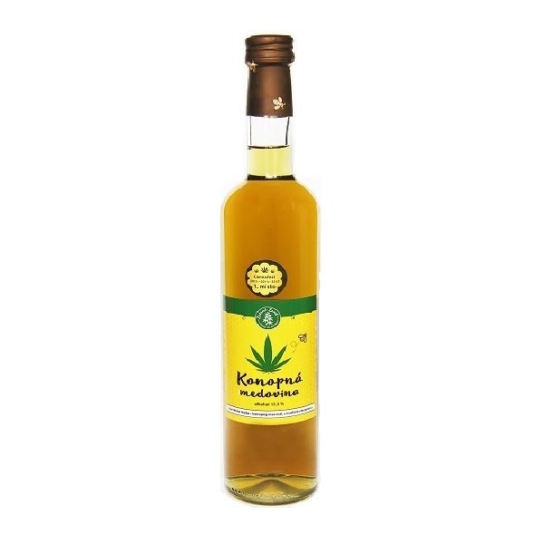 průhledná lahev s nápojem